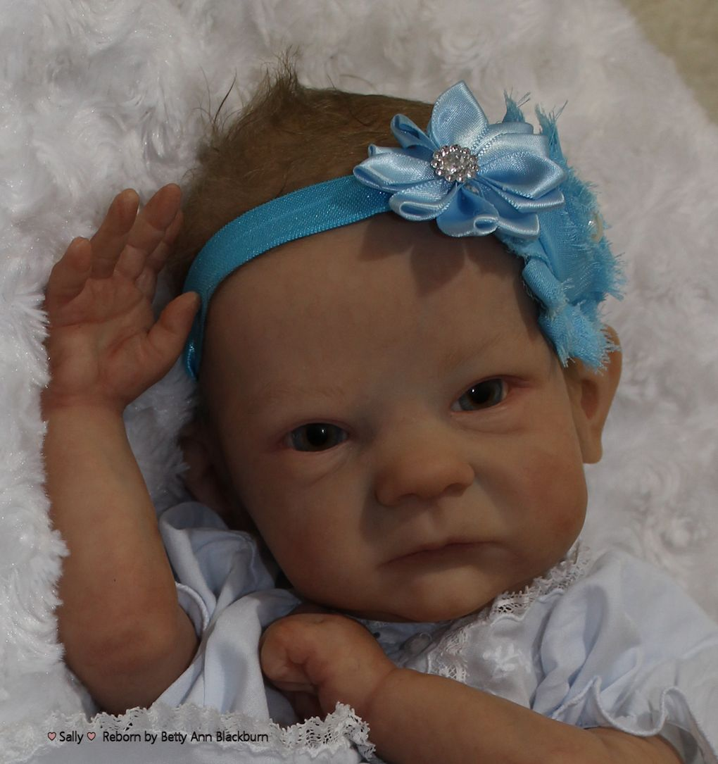 newborn baby girl with blue eyes and brown hair www